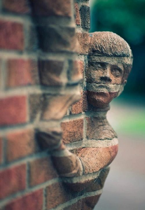 A-boy-hiding-behind-the-corner-of-the-wall-looks-amazing-500x720